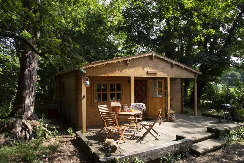 Cosy lodge that offers hassle-free glamping in the most serene of surroundings