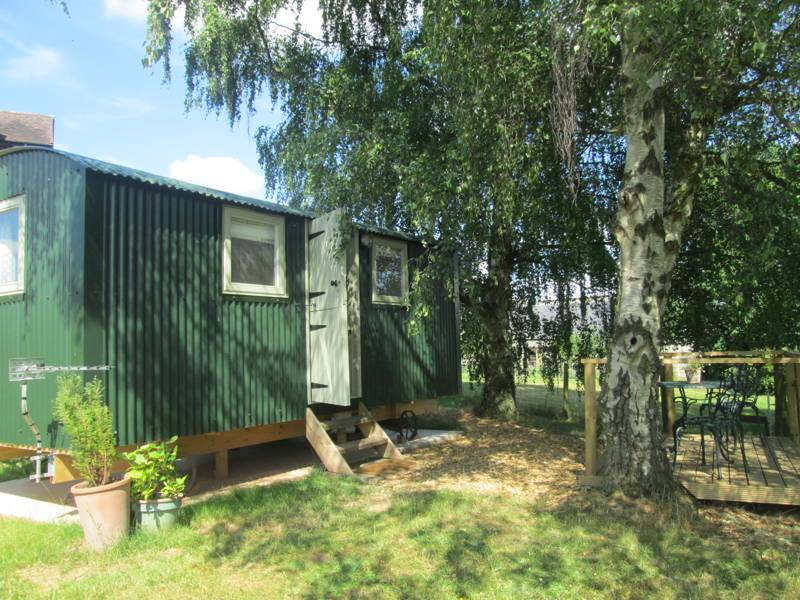 Hay & Hedgerow Glamping