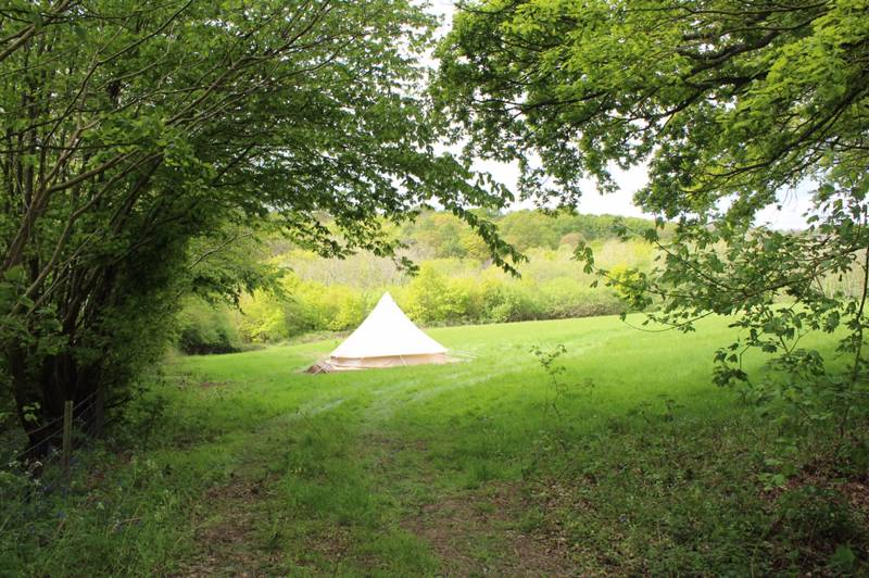 Star Field Glamping & Camping is set in the High Weald Area of Outstanding Natural Beauty in Kent.