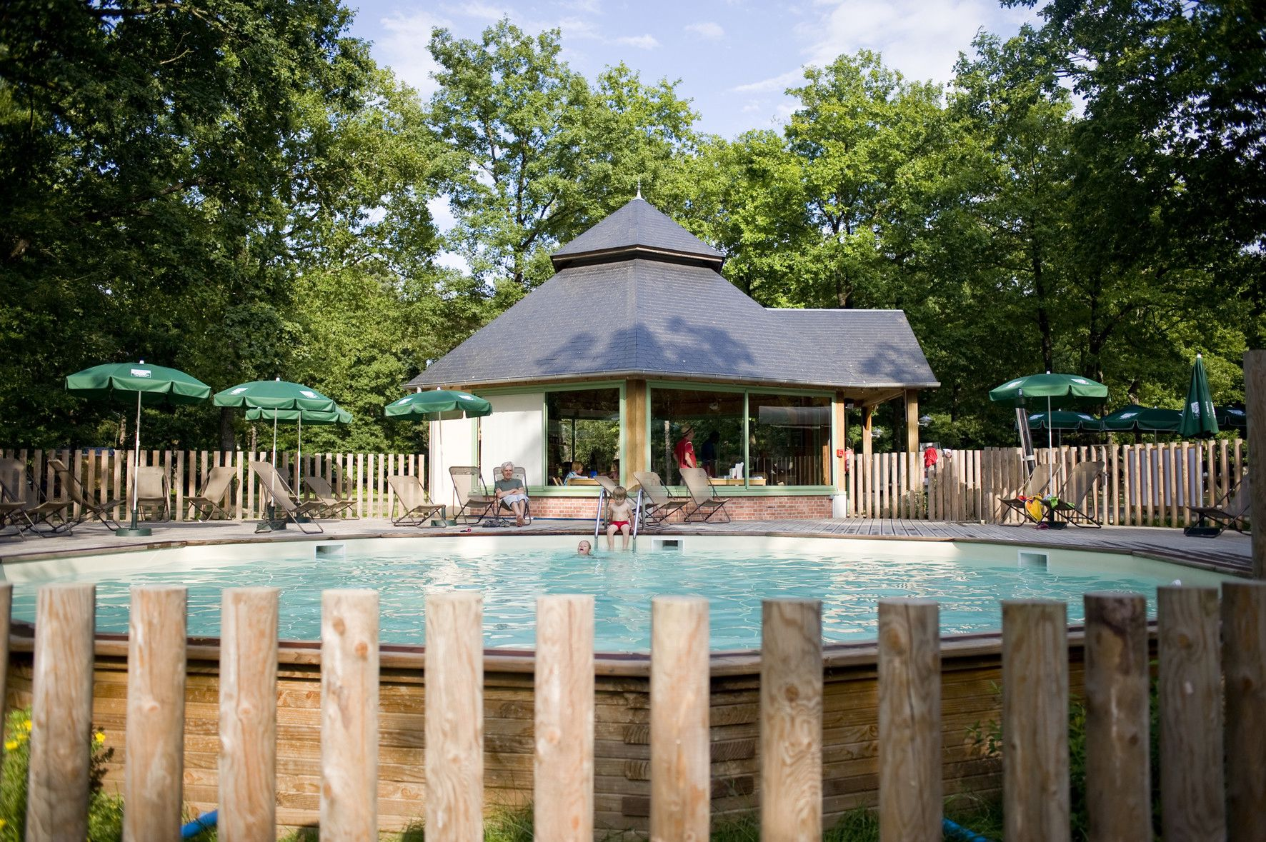A large-scale camping and glamping site in the heart of the national forest Beside Sillé-Plage in North West France.