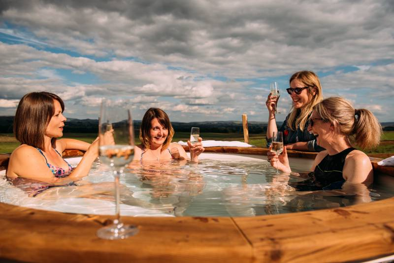 Glamping with Hot Tubs - glampingly have picked out the best hot-tub glamping for you