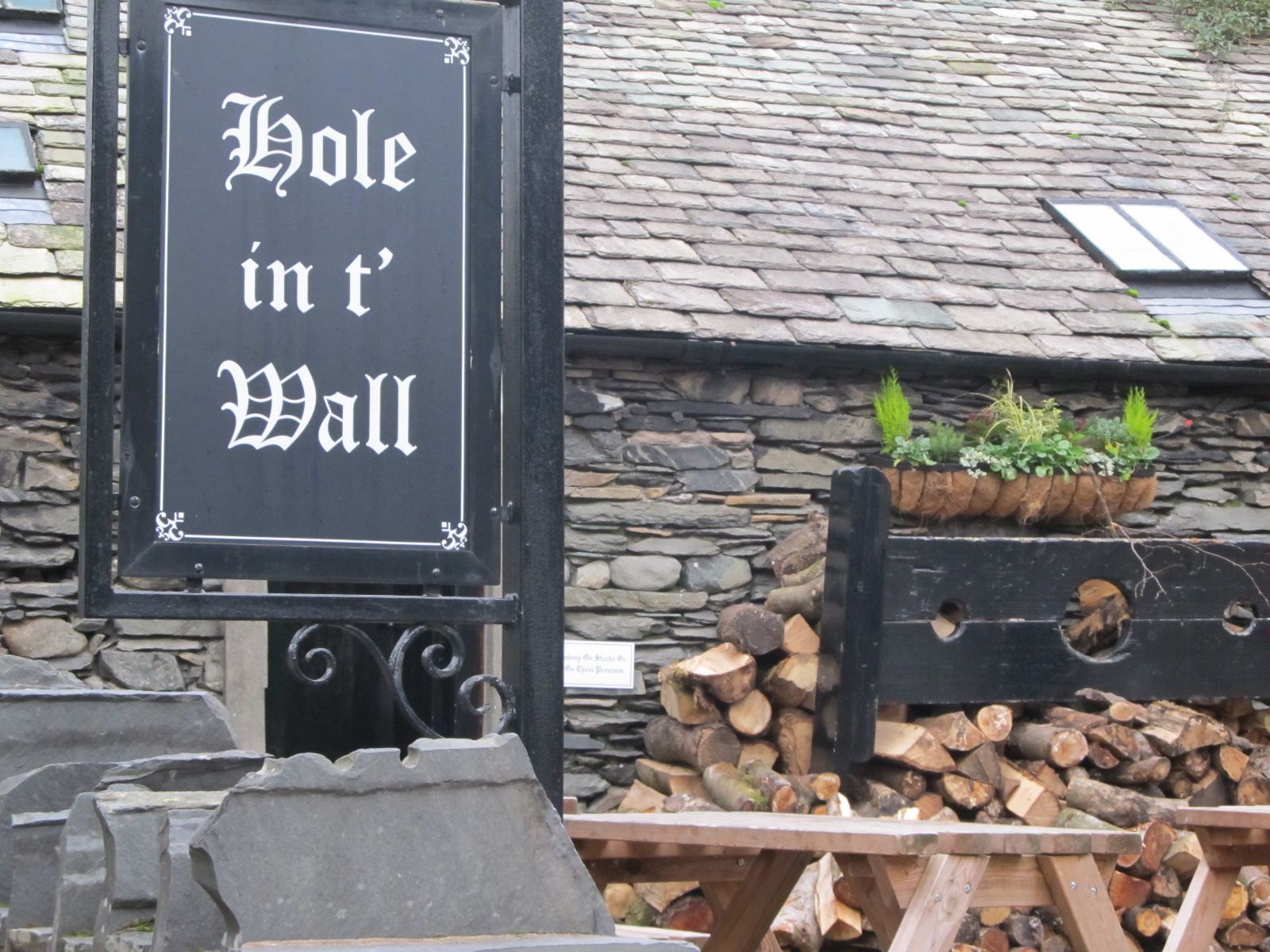 Hole in t' Wall