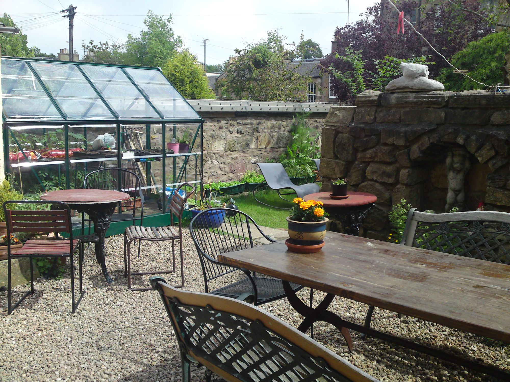Hostels in Edinburgh holidays at Cool Places