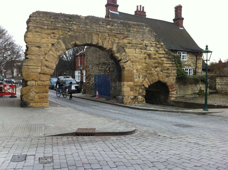Steep Hill, Bailgate and the Newport Arch