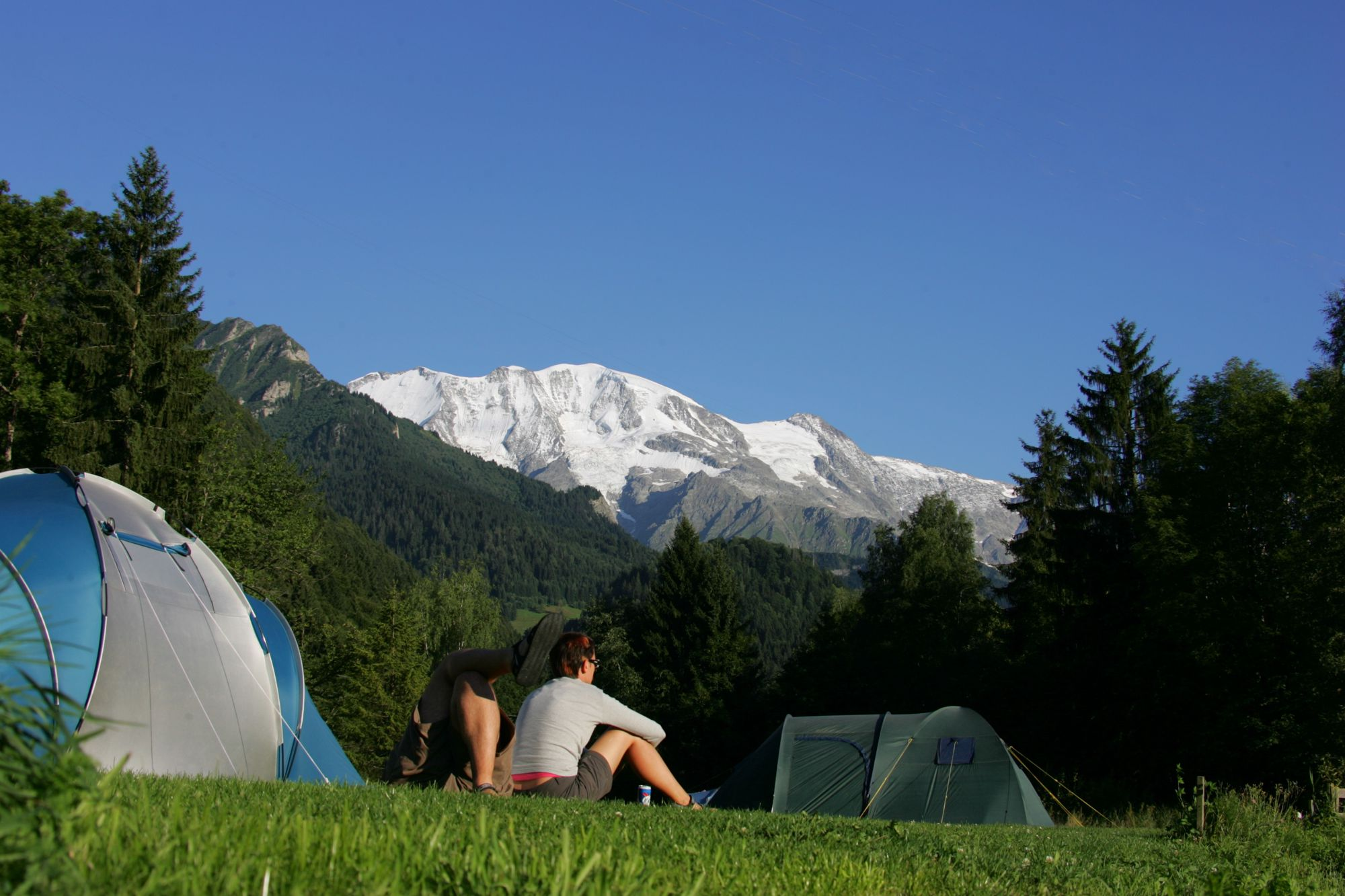 A campsite on the roof of Europe – Camping Les Dômes de Miage offers breathtaking views of the mighty Mont Blanc.