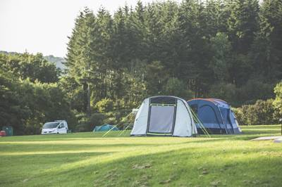 Beautiful forest scenery that you could undoubtedly walk through for days on end. A well organised campsite juxtaposed with the rugged rawness that is the Forest of Dean.