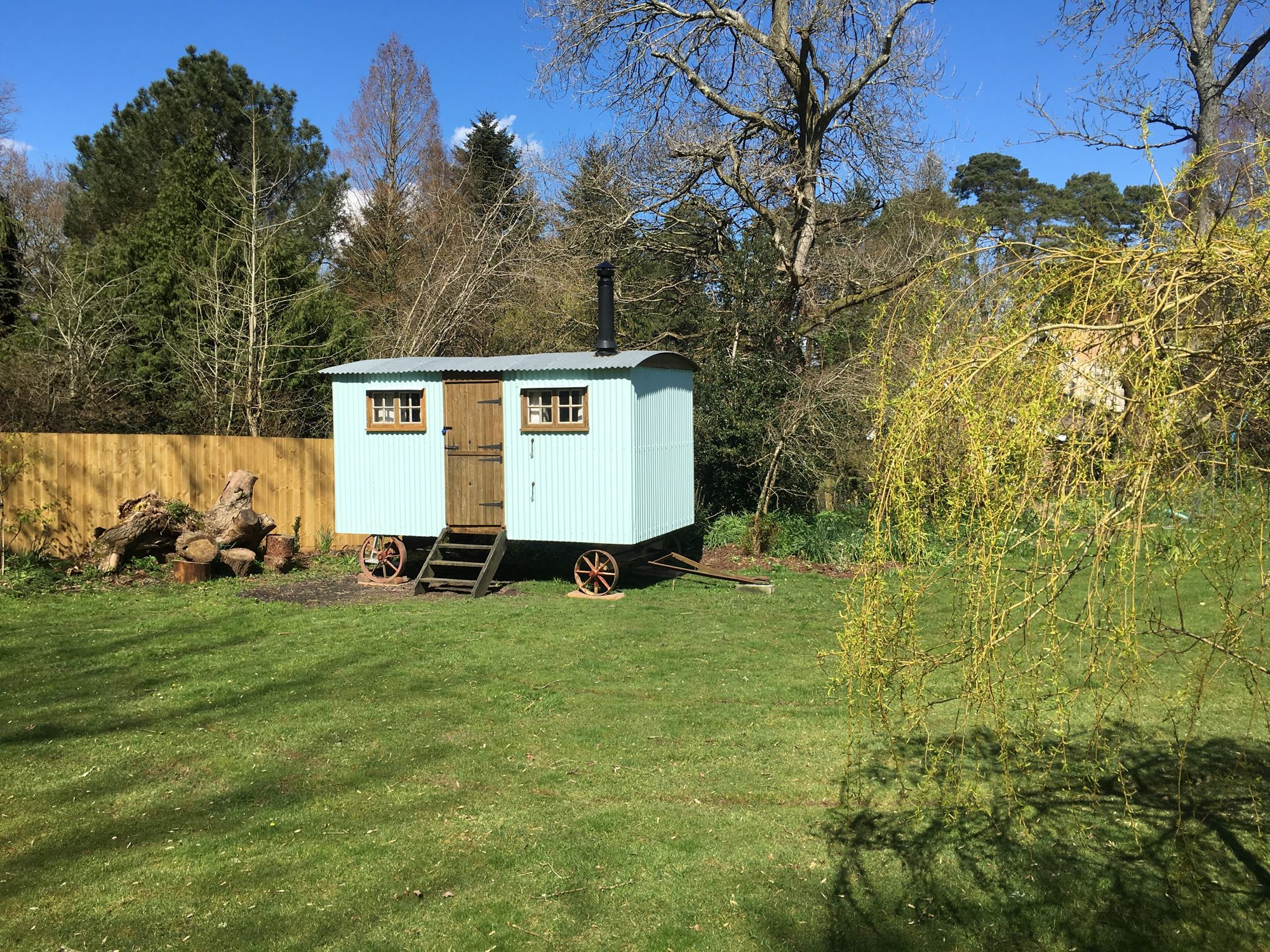 A single shepherd's hut ideal for couples of families of four, located near Ringwood on the edge of the New Forest.
