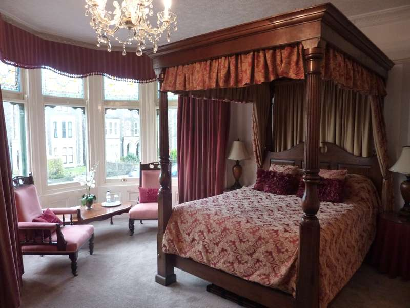 Lincoln House Hotel 118–120 Cathedral Road Cardiff CF11 9LQ