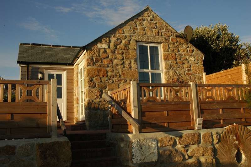 Bank Cottage Guest House & Self-Catering Cottage
