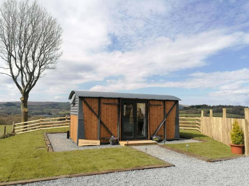 Converted Railway Carriage with hot tub