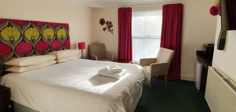 The Edward Hotel 88–92 London Road, Gloucester, Gloucestershire GL1 3PG
