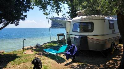 A small campsite in a prime location on the banks of Lake Gada.