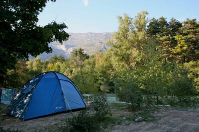 A family-friendly riverside campsite slap bang in the middle of a regional park.