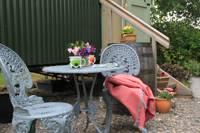 Cosy shepherd's hut in scenic Devon