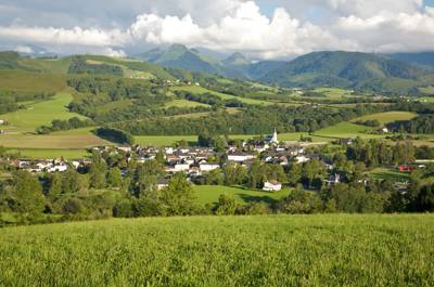 Adults only camping with B&B benefits. One of the fields gives panoramic views over the Pyrénées, the village of Aramits, and beyond.