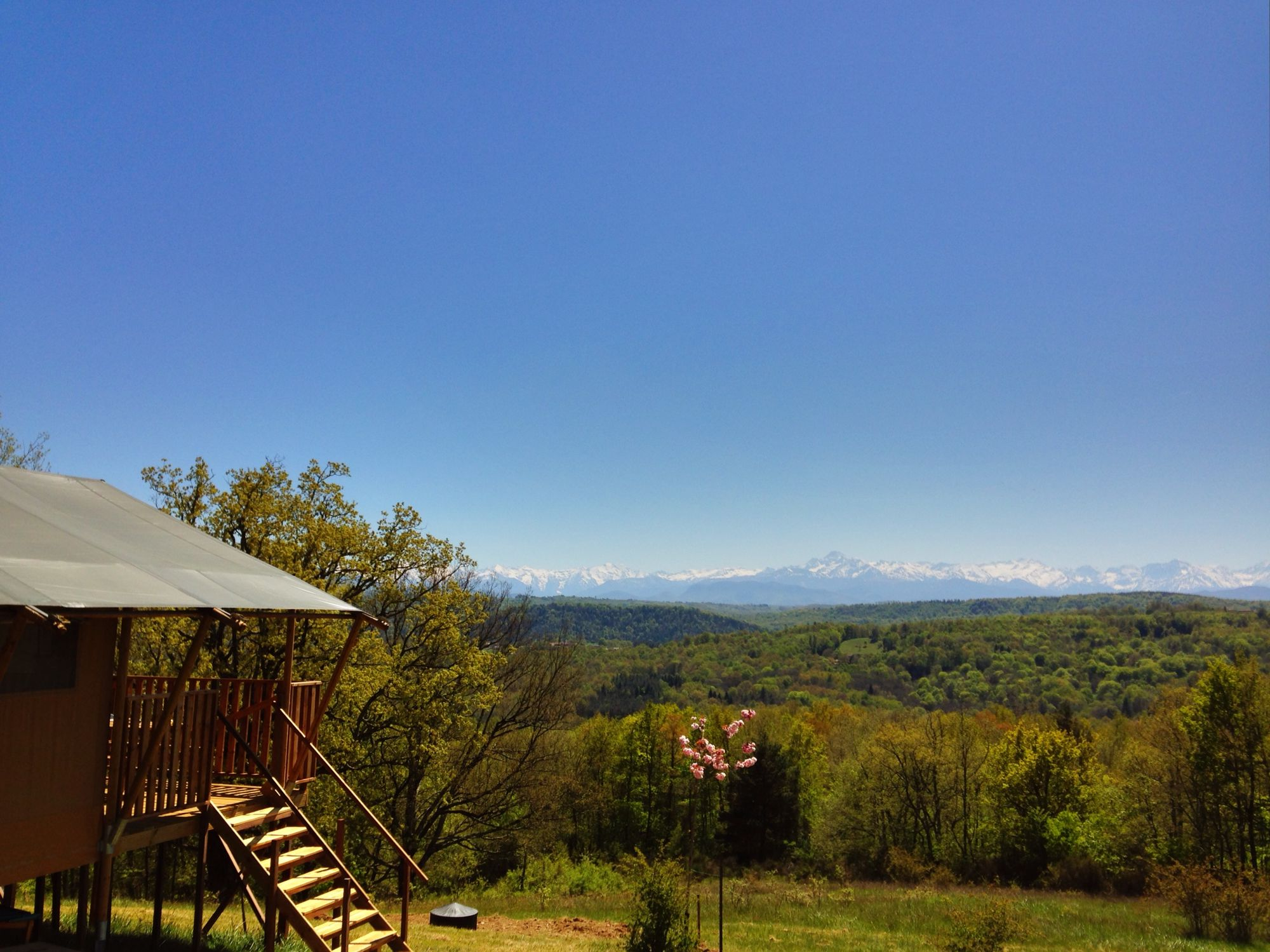 Glamping in the Midi-Pyrénées: Luxury safari tent glamping in the sunny Haute Garonne region of South-West France.