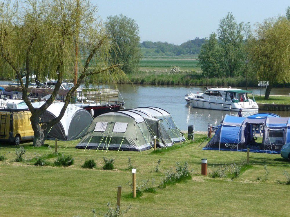 Camping on the Broads is completely hassle-free at this well-run, entertainment filled waterside site.