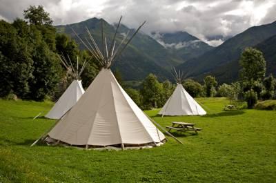Tipis Indiens 8 rue des Carolins, 65120 Luz-St-Sauveur, Hautes-Pyrénées, France