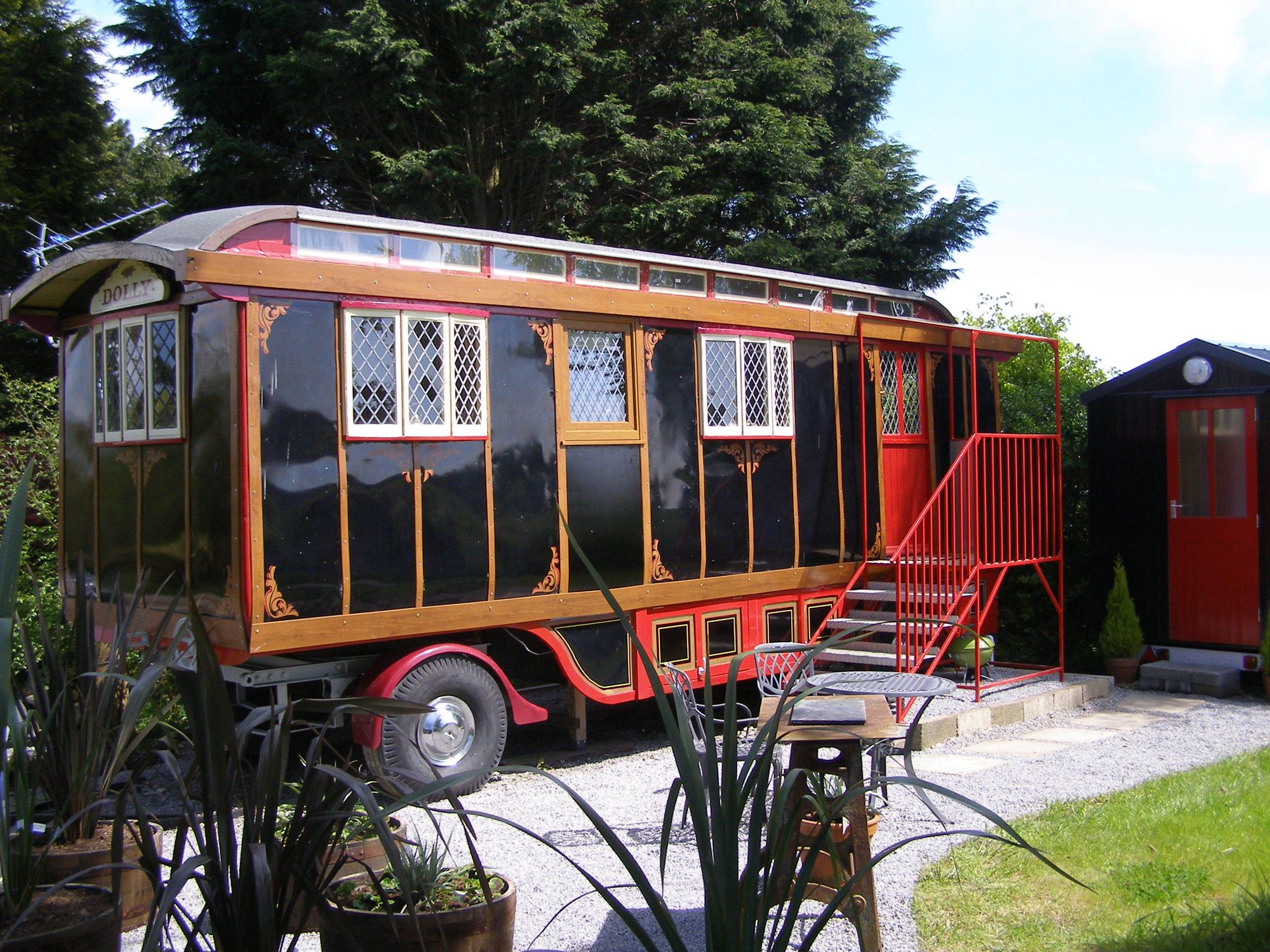 Dolly The Circus Waggon