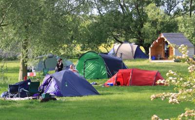 Back-to-basics camping and unbeatable canoeing on the gorgeous Oxfordshire stretch of the Thames Path.