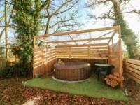 Covert Farm Cwtch - Hot Tub Included