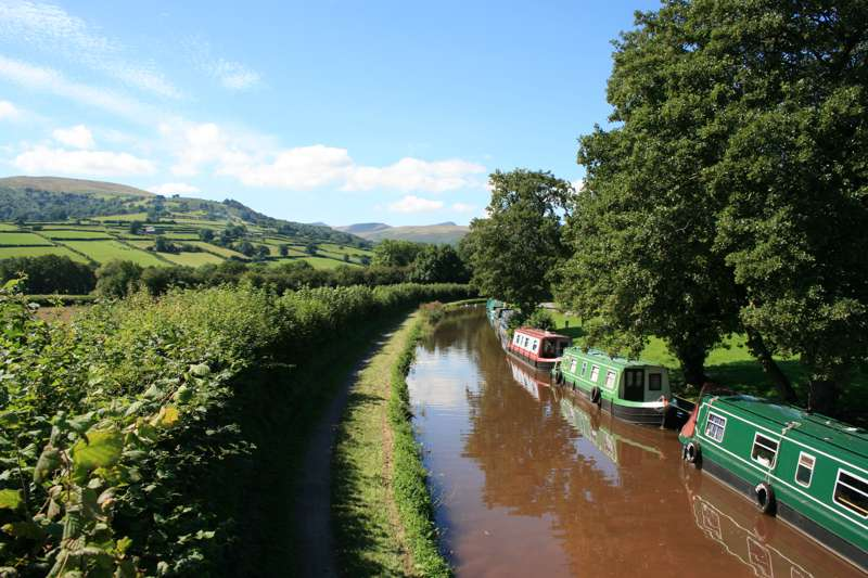 Win a UK Canal Boat Holiday Worth £1000