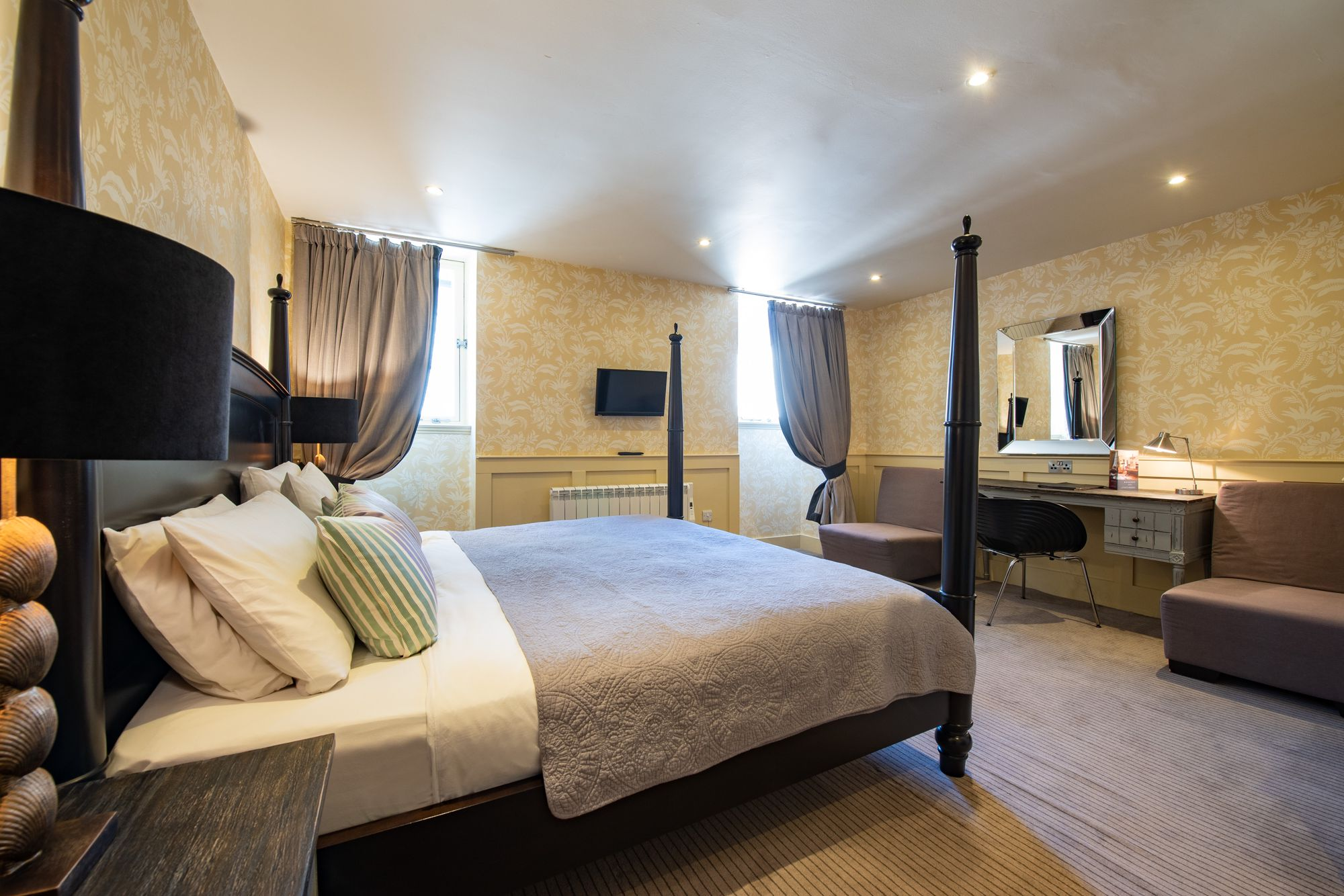 Hotels in Edinburgh holidays at Cool Places