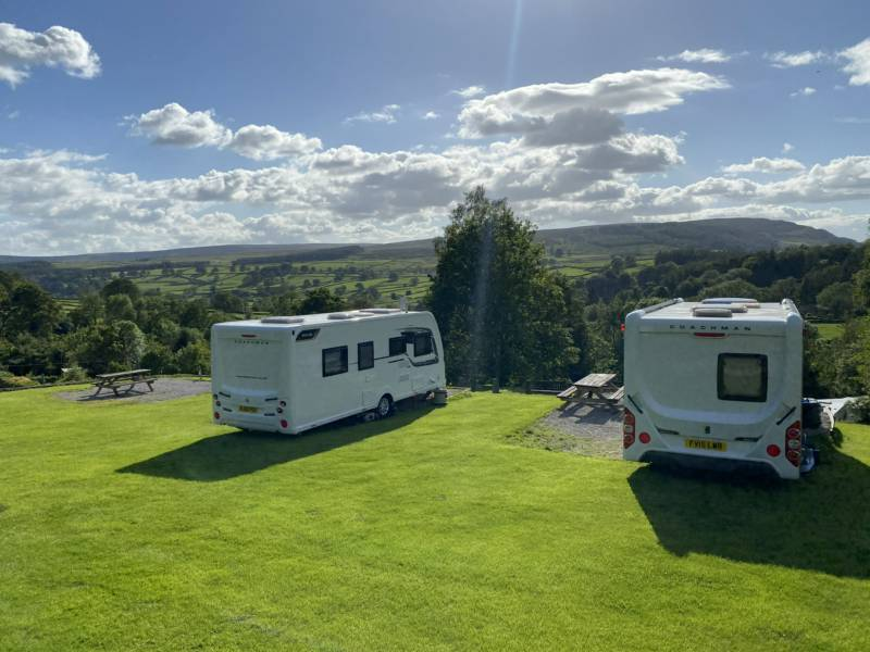 Single axle caravan with electric