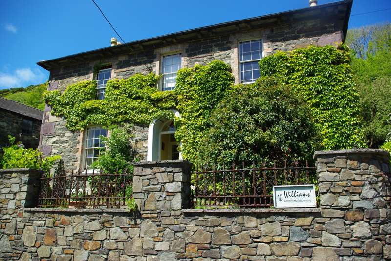 Williams' Accommodation Tan Yr Allt 10 Main Street Solva Pembrokeshire SA62 6UU