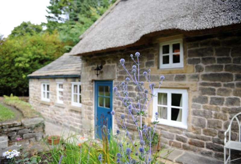 Park Cottage Baslow Derbyshire DE45 1PN