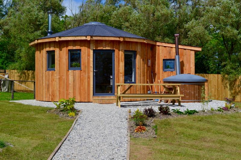 Unique roundhouse in Cornwall with ensuite bathroom and private hot tub