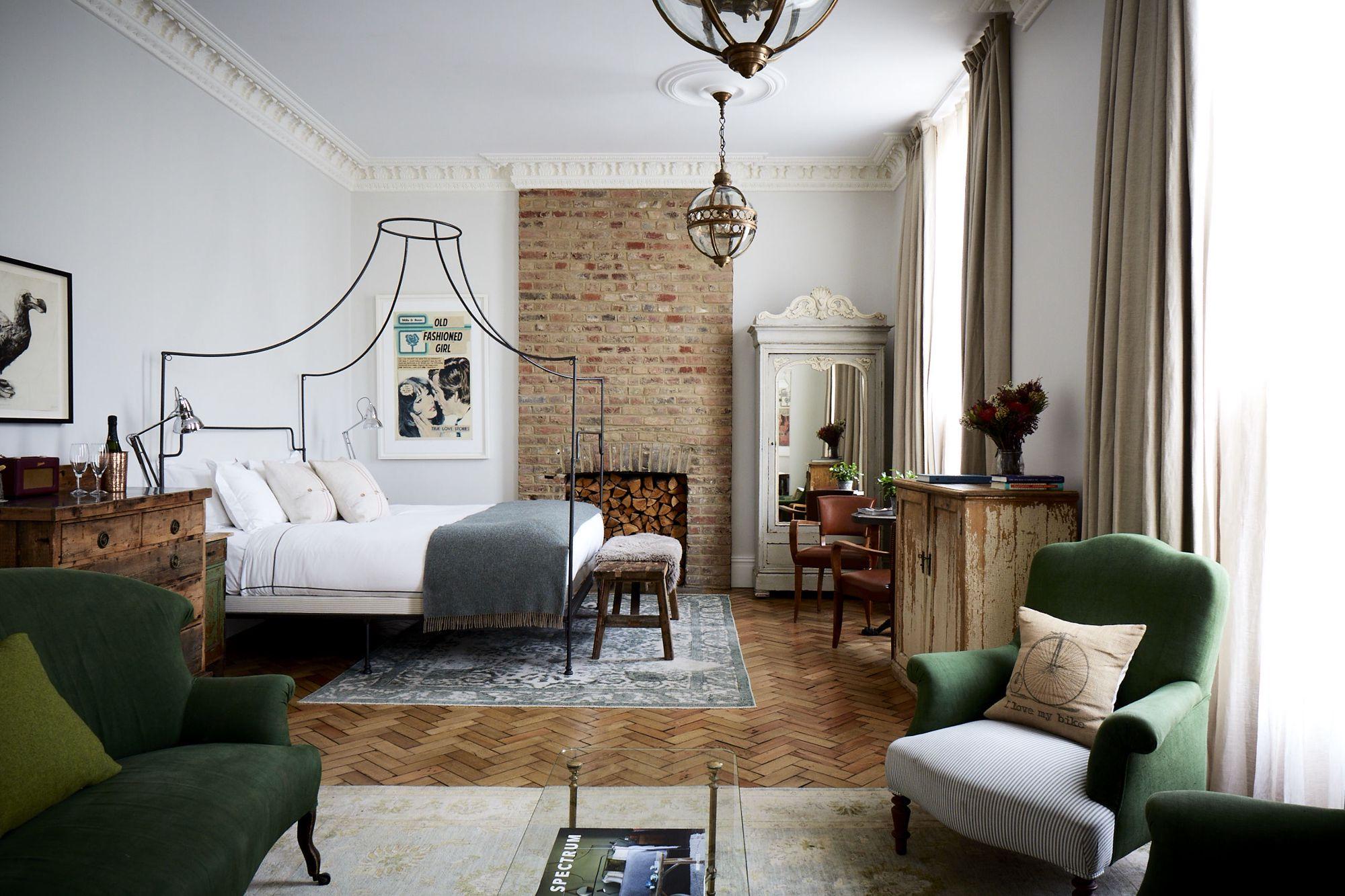 Hotels, B&Bs, Hostels & Self-Catering in London