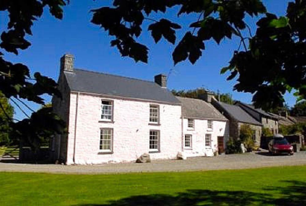 Llanddinog Old Farm House & Cottages