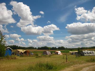 Fringed by undulating vineyards and a shimmering sea of sunflowers, this is true camping à la campagne.