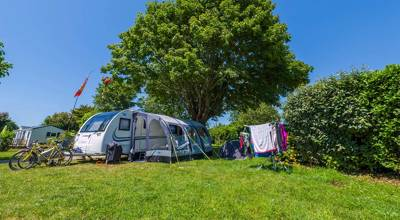 Discover Brittany's wild and dramatic coastline from this family-friendly campsite boasting a wealth of onsite facilities.
