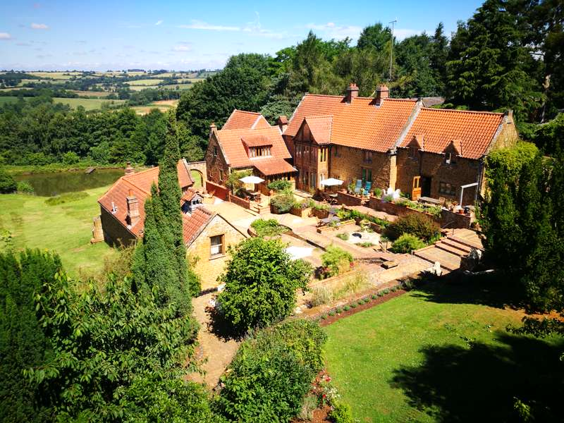 Heath Farm Holiday Cottages Swerford Chipping Norton Oxfordshire OX74BN