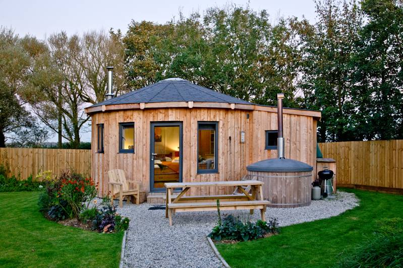 The Ember Room Roundhouse (Pet friendly)