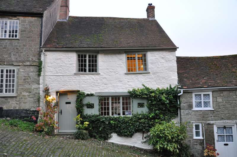 Updown Cottage 12 Gold Hill Shaftesbury Dorset SP7 8HB