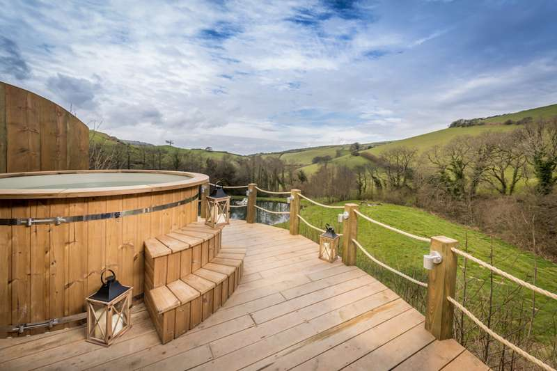 10 great places for hot tub glamping
