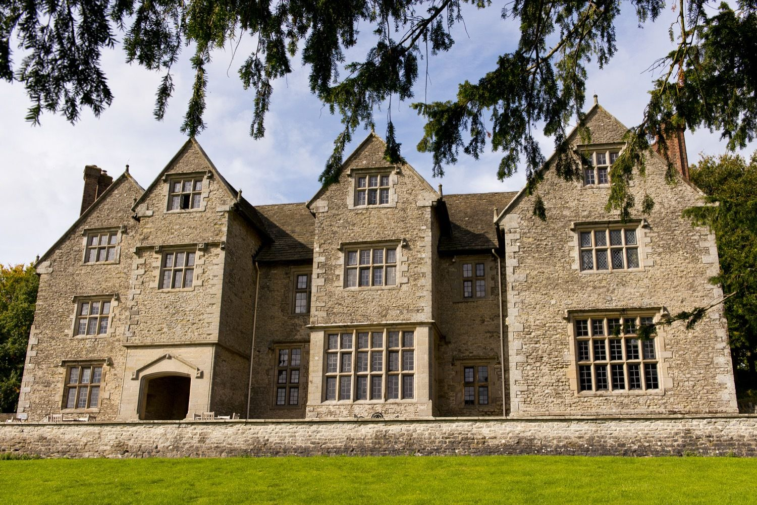 YHA Wilderhope Manor