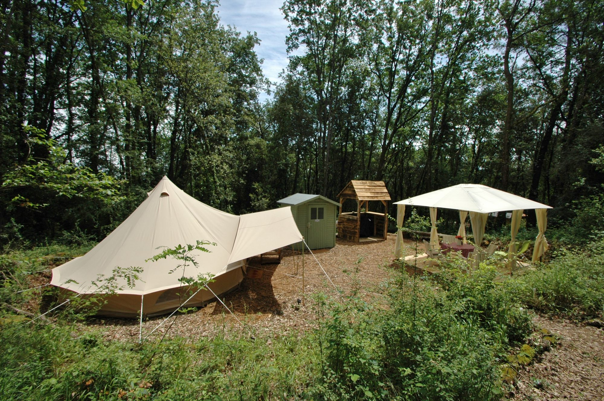 Luxury camping in the idyllic Dordogne Valley.
