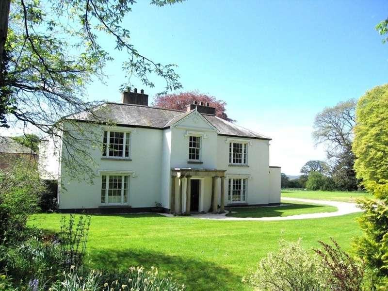 Hot Tub Safari Glamping Pentre Mawr Country House, Llandyrnog, Denbighshire LL16 4LA