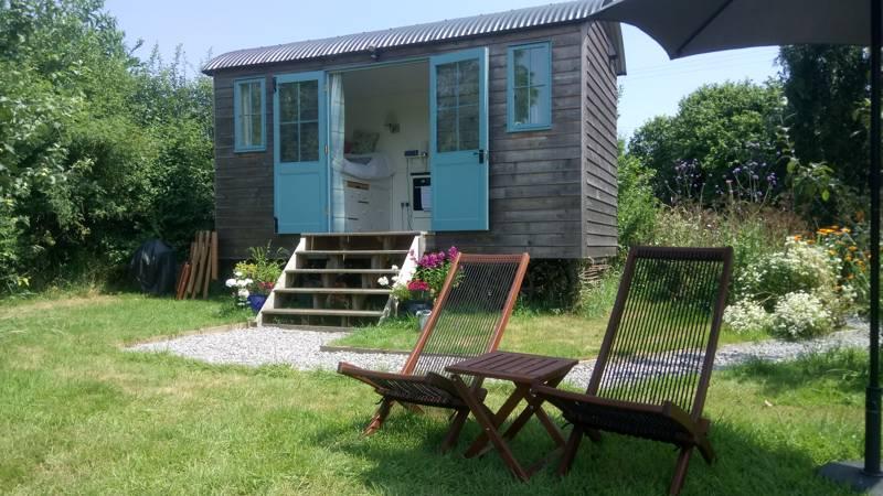 Stocklinch Shepherd's Hut The Old Post Office, Owl Street, Stocklinch, Somerset TA19 9JG