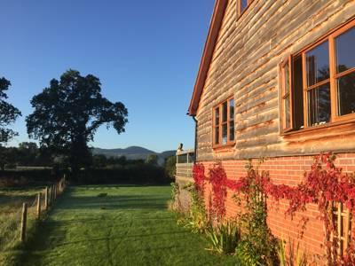 Big Bear Lodge Hendre Villa, Melverley, Nr Oswestry, Shropshire SY10 8PH