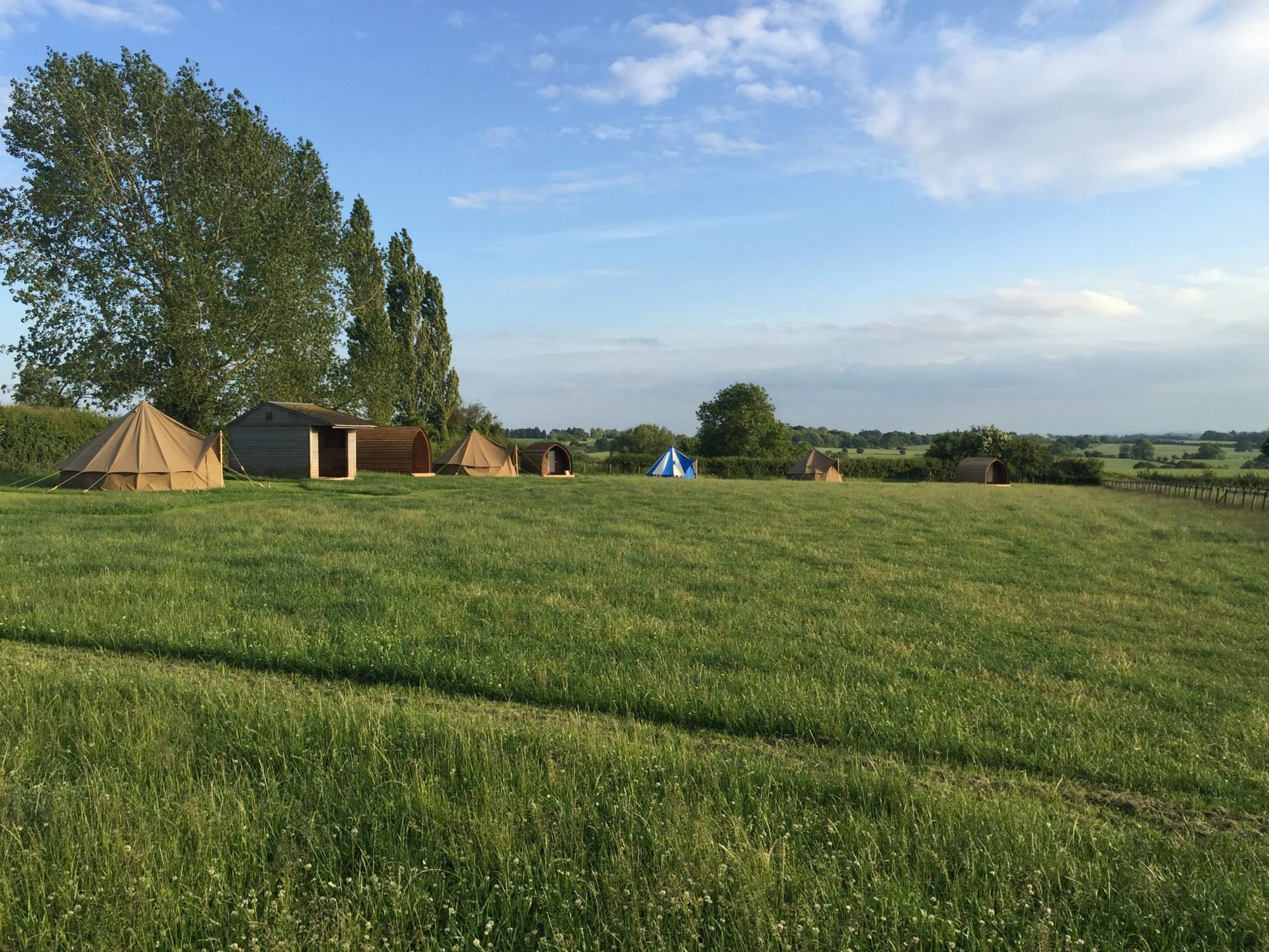 Hilltop Hideaway by name hilltop hideaway by nature – the best views in Warwickshire and top notch glamping accommodation.