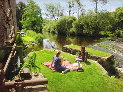 Tranquil waterside camping in the heart of Brittany.