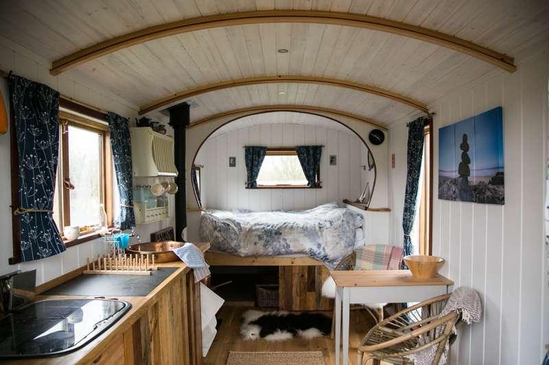 Cosy Shepherd's Hut in Pembrokeshire