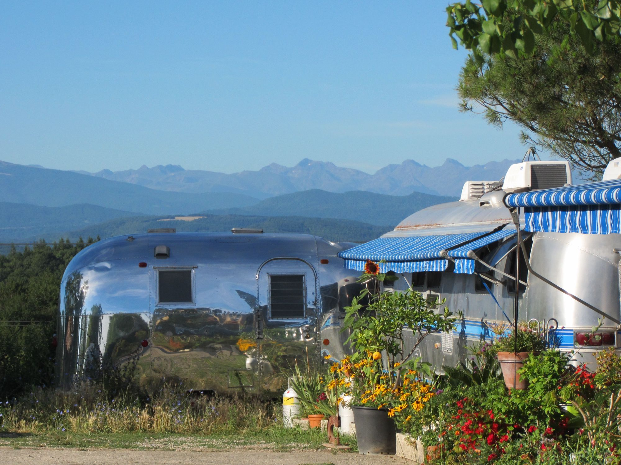 Airstream trailers, vintage caravans, glampers and campers (retro tents preferred). Europe's first retro Airstream trailer park, in the foothills of the Pyrénées.