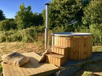 Badger Lodge with wood fired hot tub