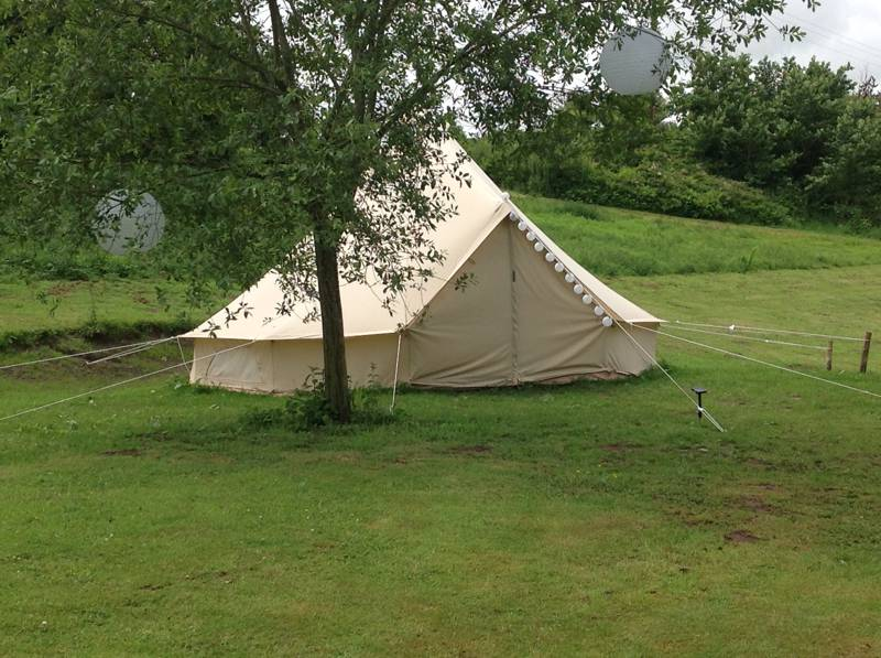 Luxury Bell tent by an idyllic Cheshire fishing lake